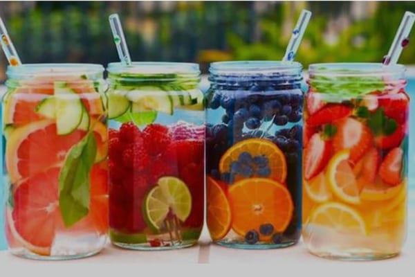 Làm đẹp siêu đơn giản tại nhà với 21 loại nước detox